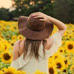 De voor en nadelen van het online aanschaffen van een hoed of pet voor dames.